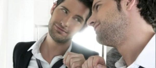 Женщины менее самовлюбленные в сравнении с мужчинами