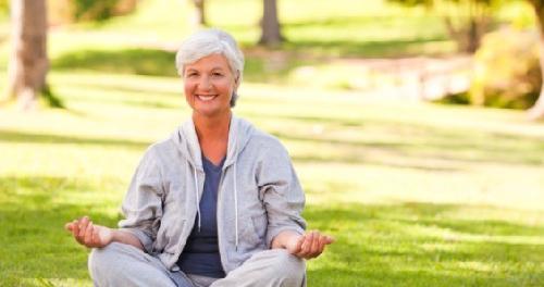 Качество сна пожилых людей может быть улучшено с помощью медитации