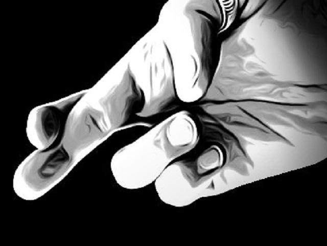 скрещенные пальцы, боль