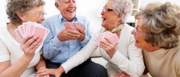 пожилые люди, сидеть