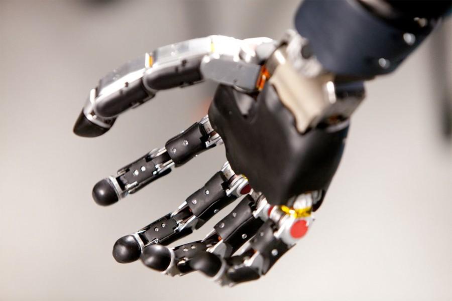 искусственная рука, мозг