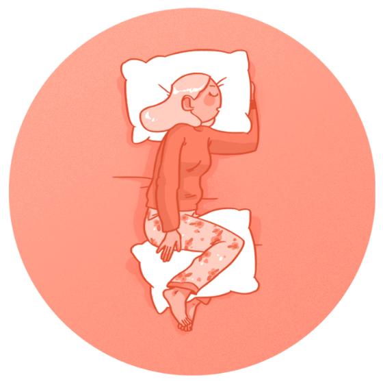 сон, на боку, подушки под коленными суставами