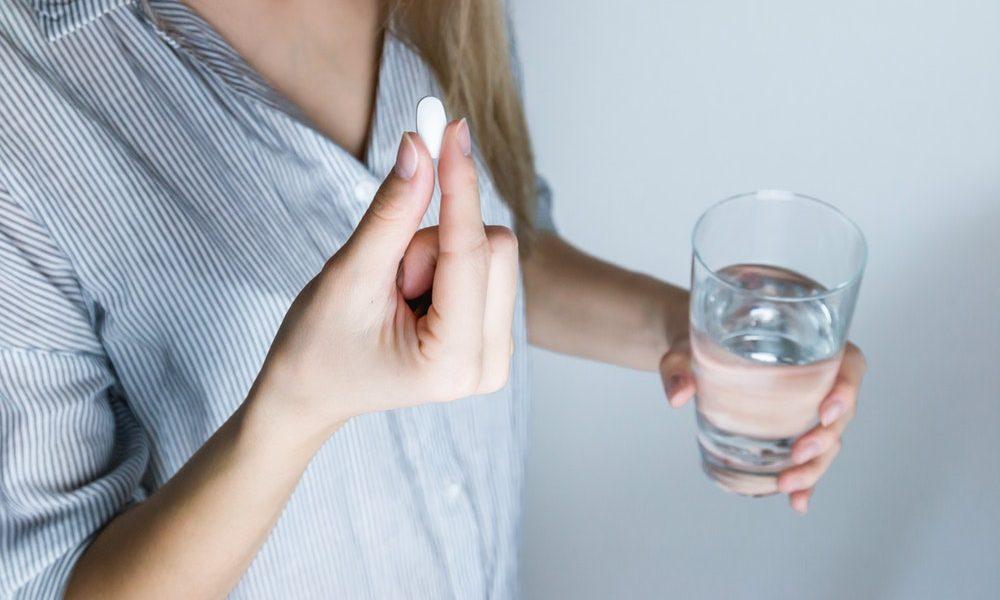 Что делать, если таблетка застряла в горле 2019